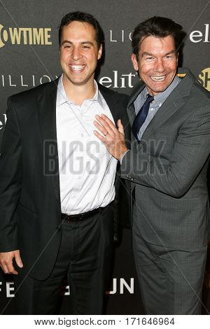 New York Yankees player Mark Teixeira (L) and actor Jerry O'Connell attend the