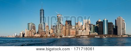 Manhattan skyline view from ferry todo Liberty Island