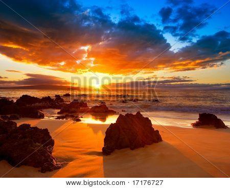 Drammatico e vibrante tramonto hawaiano