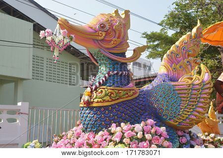 Phra Pradaeng in Samut Prakan Province is one of the few places in Thailand that celebrates the Songkran Festival in the Thai-Mon style featuring a magnificent parade and see a procession of swan and centipede flags.