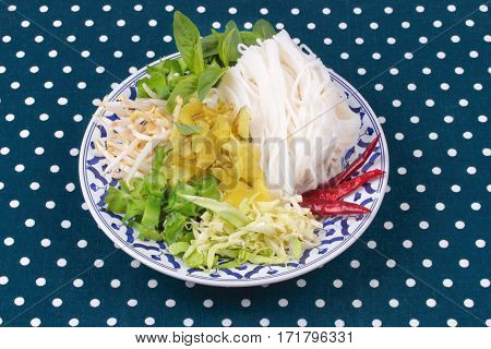 Rice Noodle And Minced Pickle Lettuce,cabbage And Wing Beans.