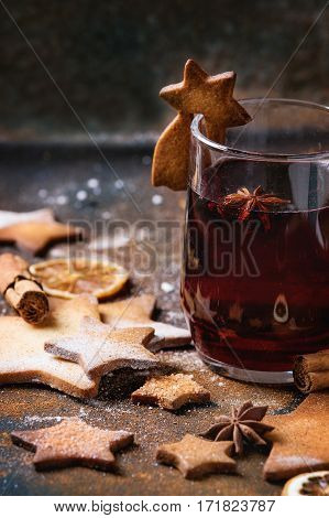 Hot Red Mulled Wine With Cookies