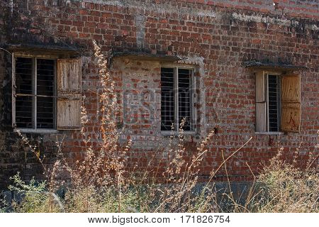 photo of a rundown building in India