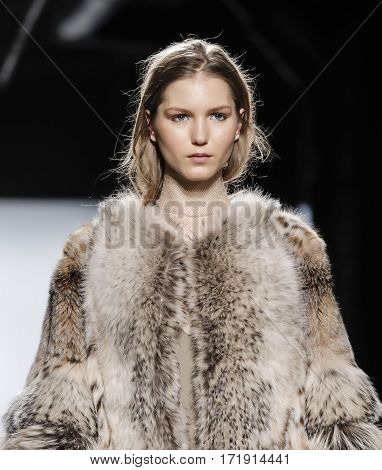 New York Fashion Week Fw 2017 - Dennis Basso Collection