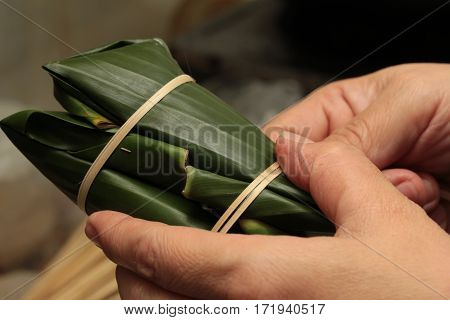 Cooking ,using Thin Strips Of Bamboo Tied Snack