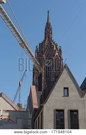 Cathedral with construction site of the new houses on the Roemerberg in Frankfurt, Germany