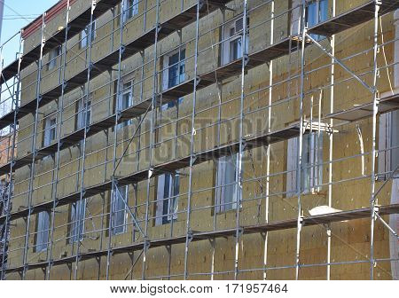 House wall heat insulation with mineral wool
