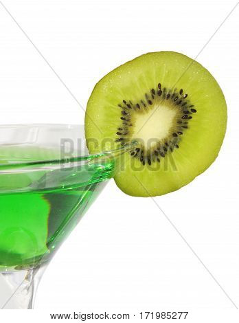 goblet of alchohol decorated by a slice of kiwi