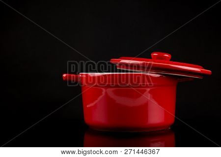 Stockpot, Red Stockpot With Open Lock On The Side Isolated On Black Background With Reflections, Cop