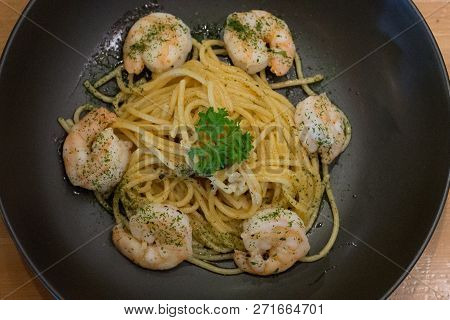 Spaghetti Aglio Olio With Shrimp And Garlic And Herb