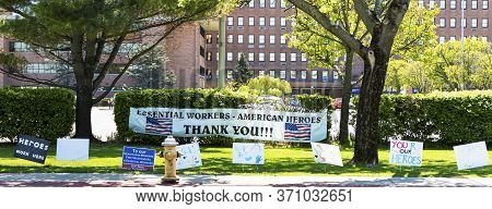 West Islip, New York, Usa - 13 May 2020: Signs Thanking The Nurses, Doctors And All Essential Worker