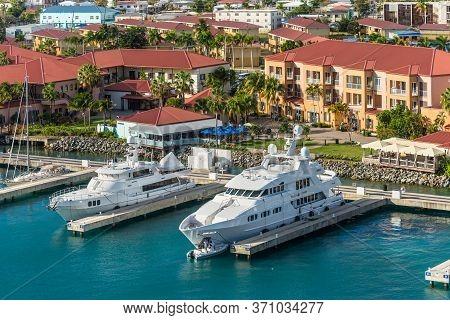 Charlotte Amalie, St.thomas, Usvi - May 1, 2019: Luxury Motor Super Yachts Docked At The Cruise Port