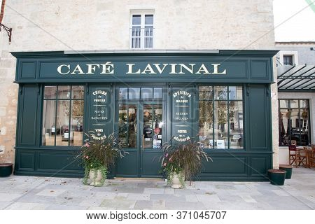 Bordeaux , Aquitaine / France - 03 03 2020 : Café Lavinal Facade In Pauillac Bages In Medoc Gironde