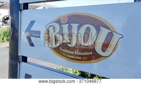 Bordeaux , Aquitaine / France - 05 10 2020 :  Bijou Logo Sign Madeleines Store Specialist Shop Manuf
