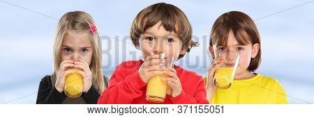 Group Of Children Girl Boy Kids Drinking Orange Juice Healthy Eating Banner