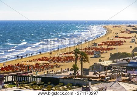 Picturesque Maspalomas Beach (playa De Maspalomas) On Gran Canaria Island, Canary Islands, Spain. Fa
