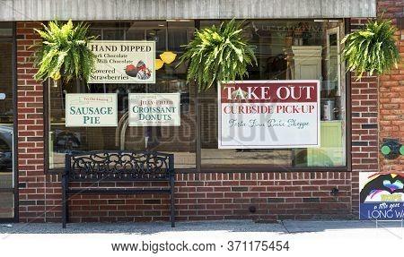 Babylon, New York, Usa - 13 May 2020:signs On A Bakery Window Due To The Coronavirus Covid-19 Pandem