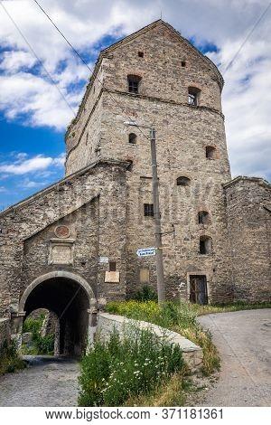 Kamianets Podilskyi, Ukraine - June 13, 2017: Wind Gate And Stephen Bathory Tower, Part Of Historic