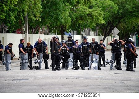 Miami Downtown, Fl, Usa - June 12, 2020: Police Officers In The Us Are Ready Before The Protests. Us