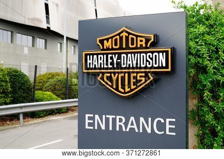 Bordeaux , Aquitaine / France - 10 17 2019 : Harley-davidson Local Signage Logo Store Entrance Shop