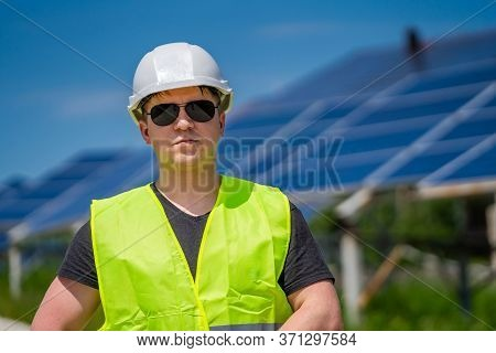 Photovoltaic Power Generation Equipment. Green Energy. Electricity. Power Energy Pannels. Engeneer O