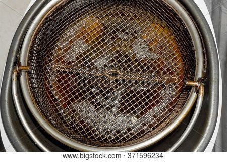 Dirty Coating Grate In Deep Fryer. Dark Brown Oil. Fast Food. Obesity Problems. Health Hazards, Fatt