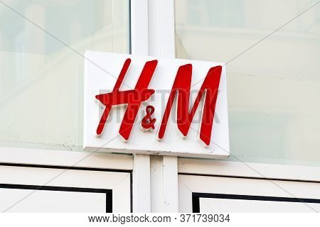 Bordeaux , Aquitaine / France - 01 15 2020 :  H&m Logo Sign Store H & M Hennes Mauritz Ab Swedish Mu