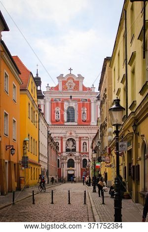 Poznan, Poland - May 05, 2015: Old Town Street Near Fara Poznanska Baroque Parish And Collegiate Chu