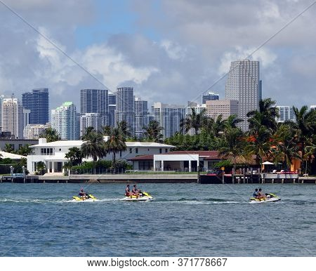 Miami Beach,florida,u.s.a. 14 June 2020.  View Of Jet Ski Boats On Biscayne Bay, Homes On Rivo Also