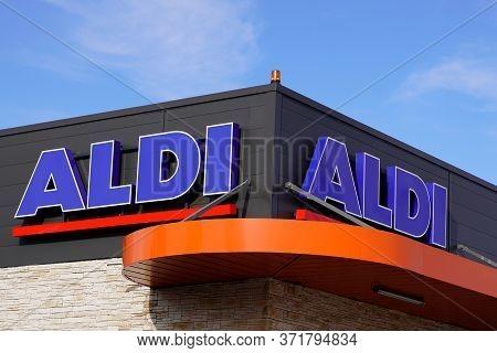 Bordeaux , Aquitaine / France - 11 07 2019 : Aldi Signage Logo Shop Leading Global Discount Store Su