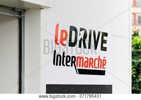 Bordeaux , Aquitaine / France - 03 12 2020 : Intermarche Le Drive Sign Shop French European Supermar