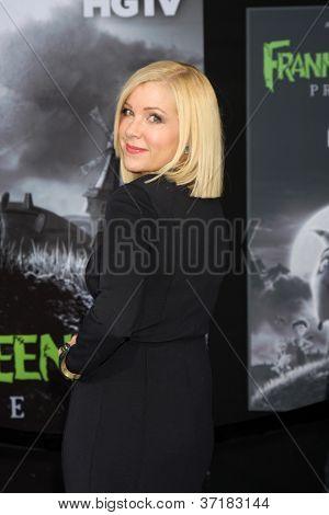 LOS ANGELES - SEP 24:  Jennifer Aspen arrives at the