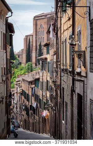 Siena, Tuscany, Italy, April, 2018: Old Narrow Street In The Historic City Center Of Siena, Tuscany,