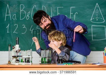 Lab Experiment. Primary School. Basic Education. Childhood Upbringing And Education. School Educatio