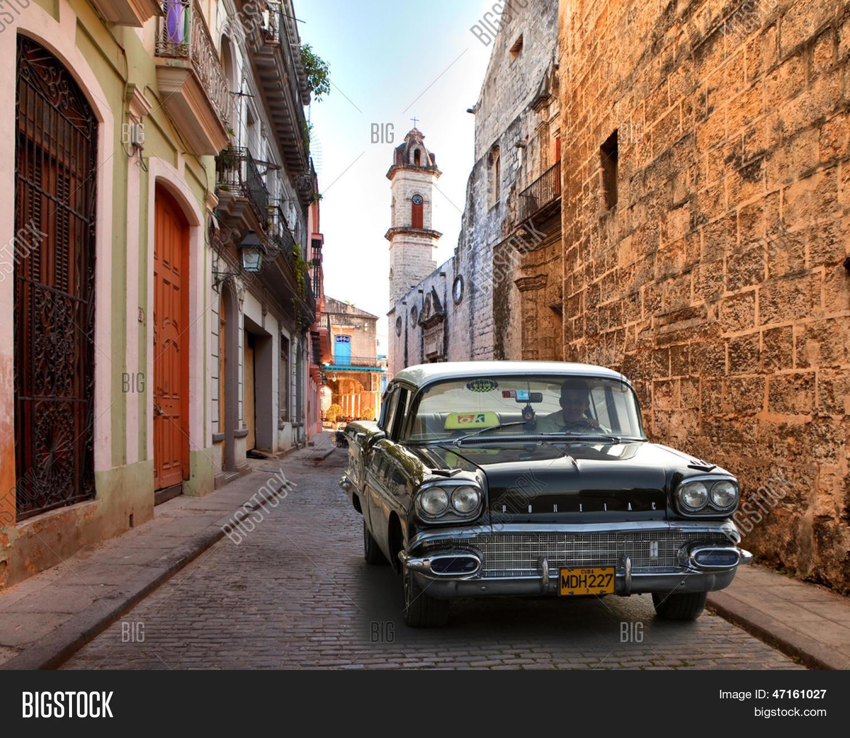 HAVANA, CUBA-MAY 14: Street Scene Image & Photo | Bigstock