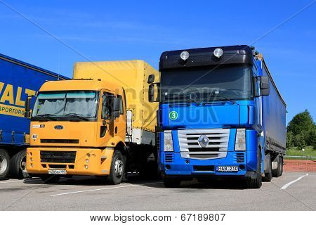Yellow Ford Cargo 1830 And Renault Magnum Semi Trucks