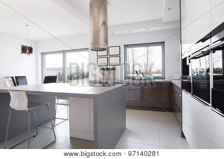 Kitchen Island In The Middle