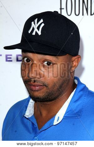 LOS ANGELES - JUN 8:  Donald Faison at the SAG Foundations 30TH Anniversary LA Golf Classi at the Lakeside Golf Club on June 8, 2015 in Toluca Lake, CA