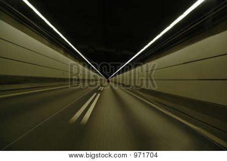 Beschleunigung im Tunnel