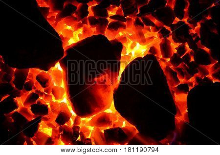 The background of the burning coal is a fine fraction and is stacked diagonally large.