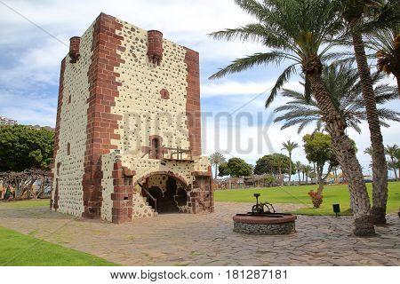 SAN SEBASTIAN DE LA GOMERA, LA GOMERA, SPAIN: The tower Torre del Conde in San Sebastian de la Gomera