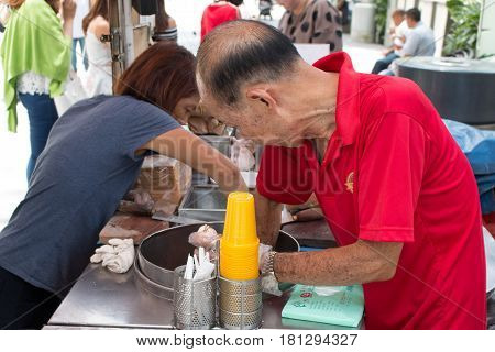 Singapore - Mar 21, 2017 : Unidentified Man Sells Ice Cream Sandwich Wafer In Front Of Main Shopping