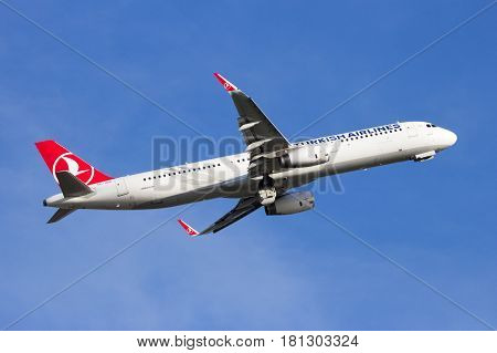 Turkish Airlines Airbus A321 Airplane