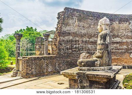 Images Of Buddha In Dalada Maluwa