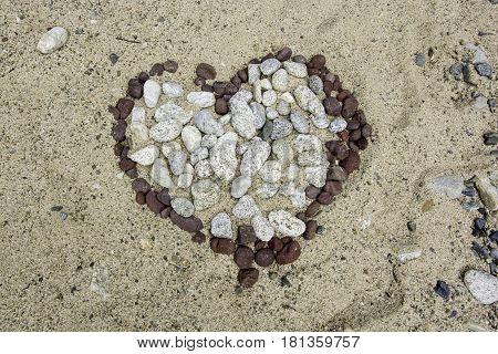 Corazón de piedras, escenario para enamorados, ubicado a la orilla del salto de jimenoa, jarabacoa republica dominicana