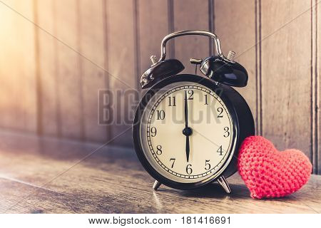 Love Clock Vintage Tone Timed 6 O'clock, Time Of Sweet Loving Past Memories Story On The Old Wood Ba
