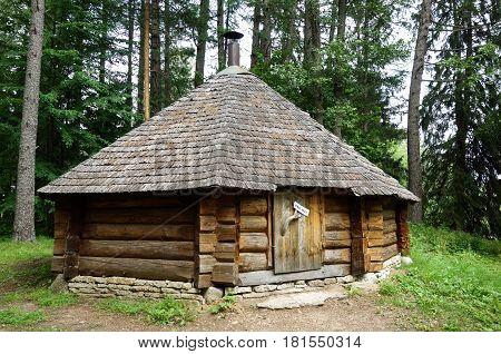 Private forest hut for resting in Estonia
