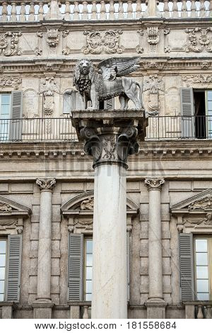 The Lion of Saint Mark's symbolizes the city's close ties with Venice. Verona - Piazza delle Erbe. Italy
