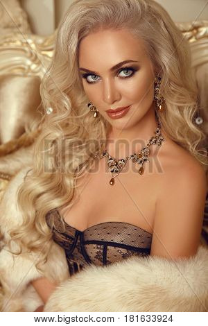 Beauty Fashion Gorgeous Woman Portrait. Makeup, Expensive Jewelry Set, Blonde Lady With Long Healthy