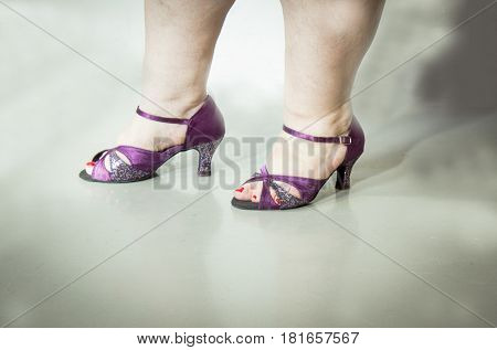 Woman dancing with salsa sandals. Viotet color